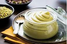 crema pasticcera con crema di pistacchio crema pasticcera al pistacchio lucake