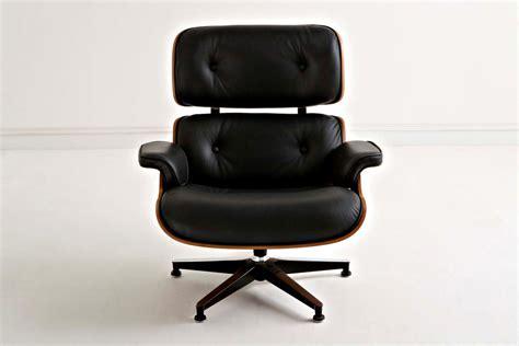 Poltrona Charles Eames Con Pouf Nero Novecento