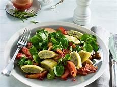Rezepte Mit Maultaschen - maultaschen auf apfel speck salat buerger chefkoch