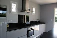 credence noir brillant meubles laqu 233 s gris clair brillant plan de travail en granit zimbabw 233 30 mm quot effet cuir