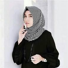 12 Tutorial Jilbab Motif Hitam Putih