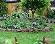 inselbeet anlegen und gestalten bepflanzung garten
