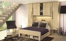 lit avec armoire en tete de lit image associ 233 e en 2019 meuble d 233 co chambre murs blancs