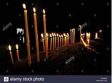 immagini candele accese candele accese nella chiesa armena ortodossa al monastero