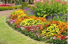 Blumenbeet Gestalten Ideen - perennial flower bed designs for a garden that resembles