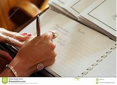 guest book signing image of finger elope