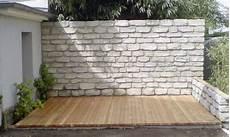 mauer als sichtschutz natursteinmauer terrasse sichtschutz
