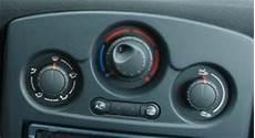difference clim manuelle ou automatique 3rs console de bord carbone clio rs concept
