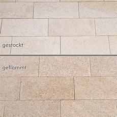 terrassenplatten granit gelb gestockt naturstein baumaterial