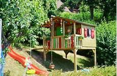 gartenhaus auf stelzen kinderspielhaus im garten tipps zur einrichtung dekoration