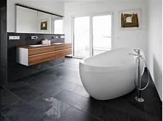 schöner wohnen fliesen badezimmer fliesen badezimmer ideen mit schwarz stein bodenfliesen