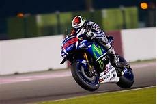 lorenzo we need to keep our feet the ground motogp