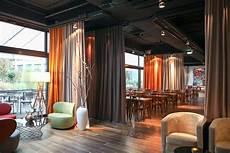 vorhang als raumteiler ein raumteiler vorhang im design hotel adler wohndesign