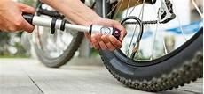 Fahrrad Aufpumpen Was Du Zu Ventilen Pumpe Und Luftdruck
