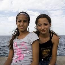 Junge Mädchen Bilder - zwei junge m 228 dchen foto bild america central