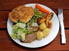 file a roast beef dinner at the queen s head boreham essex england lighter jpg wikimedia