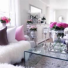 Pink And White Living Room Decor un d 233 cor tout blanc aux accents de d 233 co