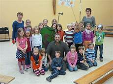 gruppenbild mit den krokodilen der evangelischen