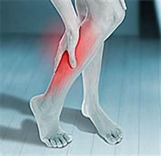 Beinschmerzen Im Liegen - schmerzen in den beinen k 246 nnen vor herzinfarkt warnen