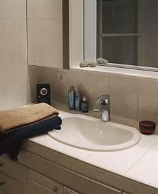 poser une vasque sur un plan de toilette