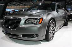 it s a detroit thing chrysler 300s 426 hemi v8 concept growls at the la auto show video