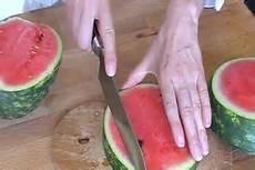 melone kunstvoll schneiden melone schneiden so geht s kunstvoll