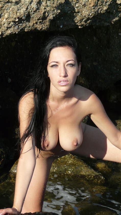 Adriana Caro Nude