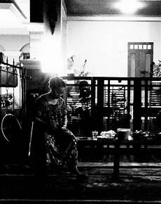Wanita Di Malam Hari Foto
