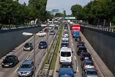 wie viele warnwesten im auto deutschland wie viele autos gibt es in deutschland markt de