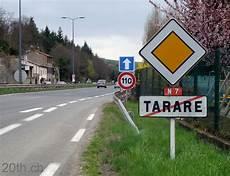Bornes Et Signalisation Ancienne Sur La Route Nationale 7