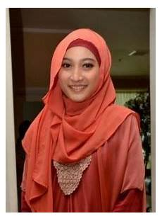 Model Jilbab Artis Meyda Sefira Ayatul Husna Terbaru
