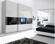 schlafzimmer mit fernseher ein moderner kleiderschrank in ihrem schlafzimmer 15