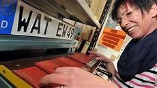 Auto Kennzeichen Mehr Als 20 000 Autos Mit Neuen Alten