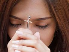 30 Gambar Orang Berdoa Secara Kristen Inspirasi Terbaru