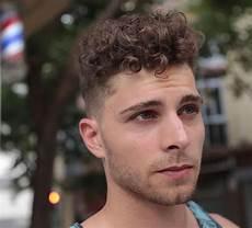 cheveux bouclés homme modele coiffure cheveux court 2019 coupe cheveux degrade