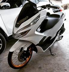Modifikasi Honda Pcx 2019 by Modifikasi Honda Pcx 150 Terbaru 2018 Pakai Velg Ring 17