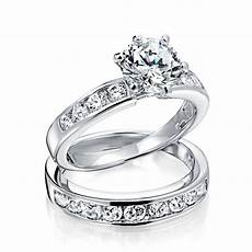 what is the difference between engagement rings and
