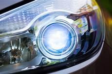 lade allo xeno per auto fari allo xeno e a led vantaggi e caratteristiche