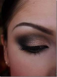 Maquillage Smoky Pour Yeux Marrons