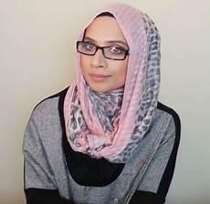 5 Tips Memakai Jilbab Untuk Yang Berkacamata