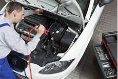 Anleitung Richtig Starthilfe Geben Autobatterie Lader