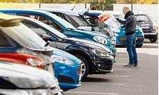 gebrauchtwagen kaufen h 228 ndler oder privat easycredit