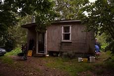 vivre dans une cabane 55967 vivre en autonomie dans une cabane de 20m 178 en famille