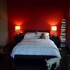 Schlafzimmer Rote Wand - how to spruce up a wall in my bedroom so one wall of