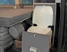 vw wohnmobil mit toilette modulturm wc vans vw t5 zubeh 246 r wohnmobil vw t5
