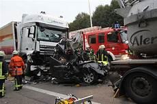 T 246 Dlicher Unfall Auf Autobahn N 252 Rtinger Zeitung