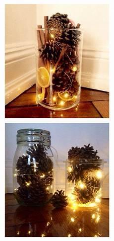 dekorieren mit lichterketten tannenzapfen und lichterkette in einem weckglas idee