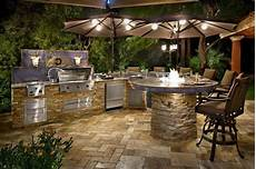 cuisine de jardin en enjoy cooking outside in a new outdoor kitchen