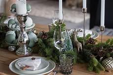 Weihnachtstischdeko Mit Tanne Und Tannenbaum Servietten