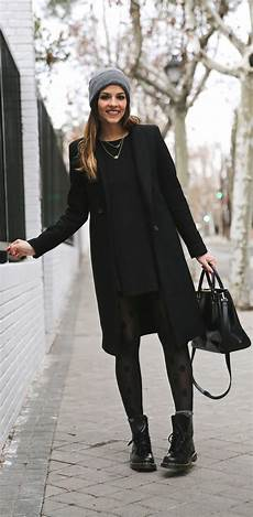 Schwarzer Mantel Klassisch Oder Extravagant